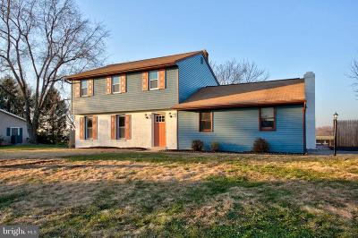 Elizabethtown Single Family Home For Sale: 81 Oak Drive