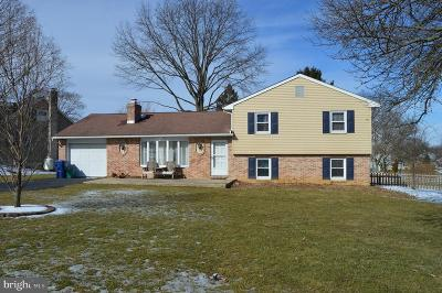 New Holland Single Family Home Under Contract: 315 W Broad Street