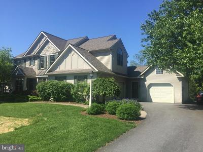 Lancaster Single Family Home For Sale: 114 Huntingwood Drive