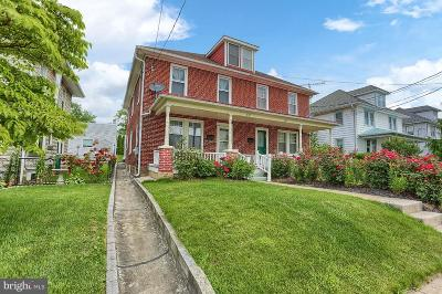 New Holland Single Family Home For Sale: 597 W Main Street
