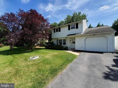 Lancaster Single Family Home For Sale: 426 Parkwynne Road