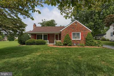 Lancaster Single Family Home For Sale: 2105 Hobson Road