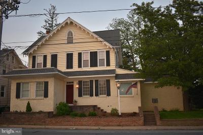 Lancaster County Single Family Home For Sale: 2835 Willow Street Pike