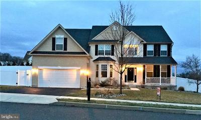 Single Family Home For Sale: 2000 Oakwood Drive