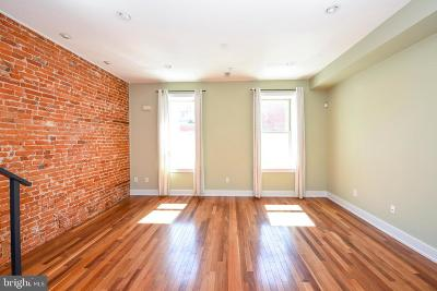 Northern Liberties Townhouse For Sale: 451 Fairmount Avenue #B