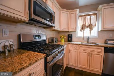 Townhouse For Sale: 324 Mercy Street