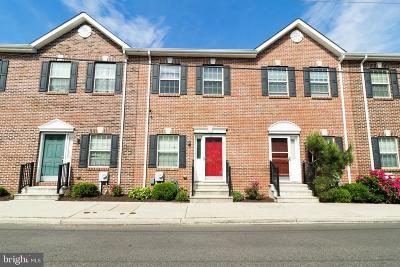 Philadelphia County Townhouse For Sale: 2535 Pickwick Street