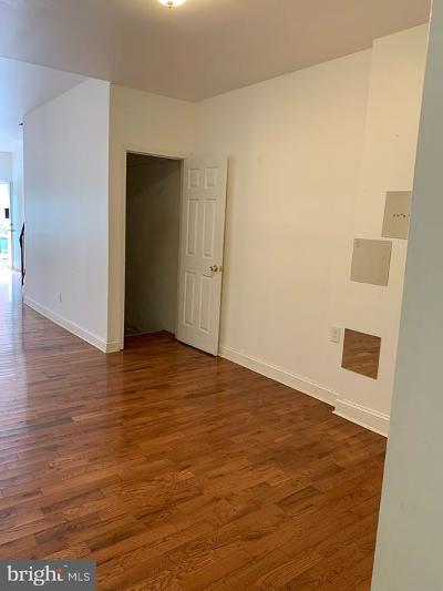 Philadelphia County Townhouse For Sale: 2023 Monmouth Street