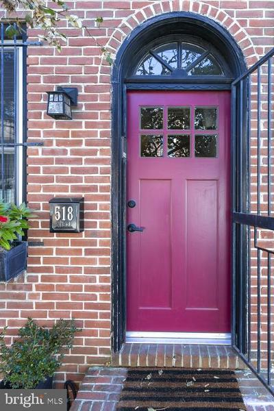 Philadelphia County Townhouse For Sale: 518 Catharine Street