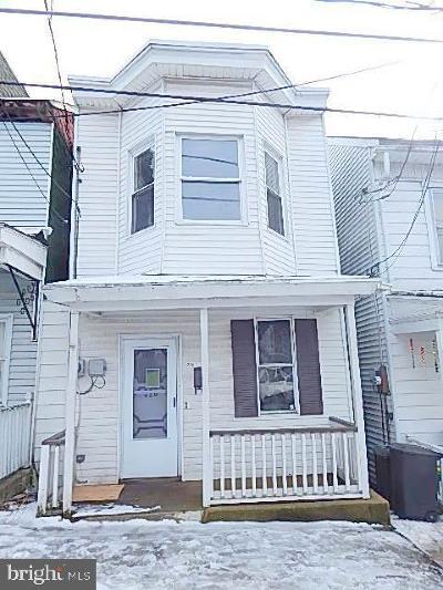 Single Family Home Under Contract: 328 W Poplar Street