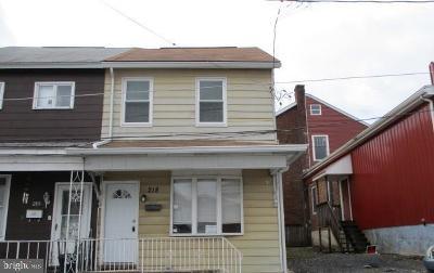 Single Family Home For Sale: 218 N Market Street