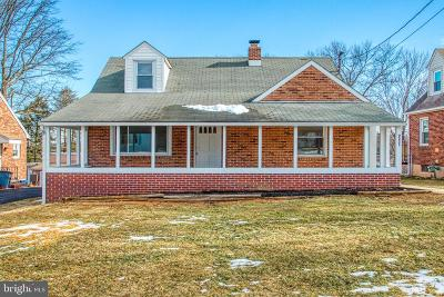 Dallastown Single Family Home For Sale: 211 W Broad Street