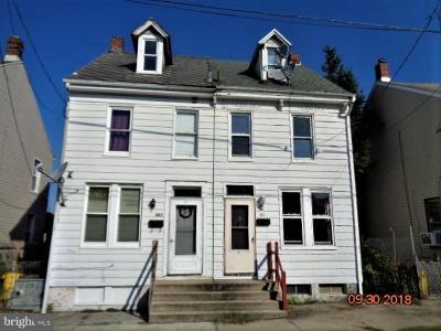 York County Single Family Home For Sale: 869 E Poplar Street