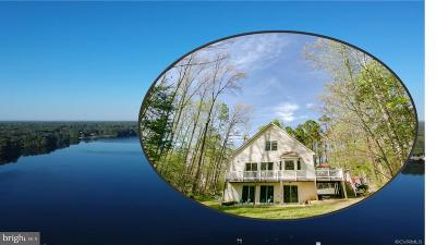 Caroline County Single Family Home For Sale: 734 Lake Caroline Drive