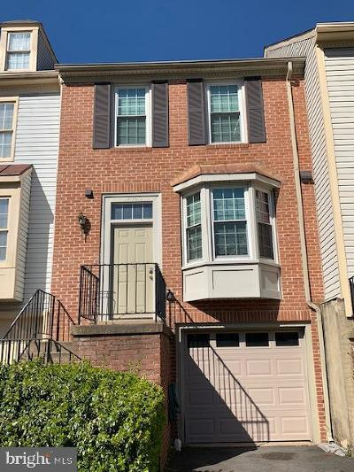 Centreville Townhouse Active Under Contract: 14062 Betsy Ross Lane