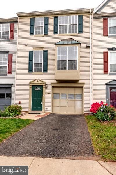 Fairfax County Townhouse For Sale: 5936 Baron Kent Lane