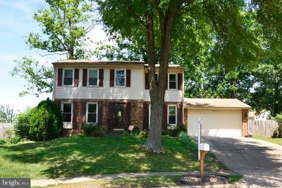 Alexandria Single Family Home For Sale: 5812 Queens Gate Court