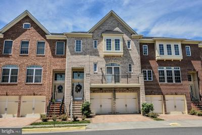 Herndon Townhouse For Sale: 104 Lillian Chase Lane