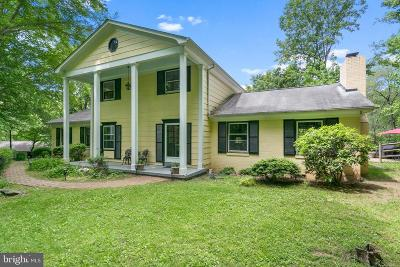 Fairfax Station Single Family Home For Sale: 11944 Lakewood Lane