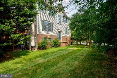 Fairfax County Townhouse For Sale: 11577 Laurel Lake Square