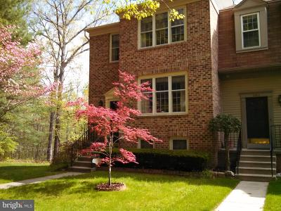 Fairfax County Townhouse For Sale: 6800 Earthstar Court