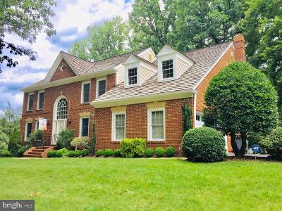 Herndon Single Family Home For Sale: 12408 Macao Court