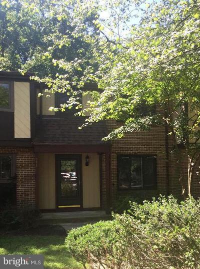 Burke Townhouse For Sale: 5881 Jacksons Oak Court