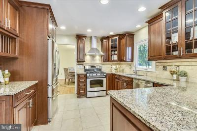 Fairfax Single Family Home For Sale: 5105 Summit Drive