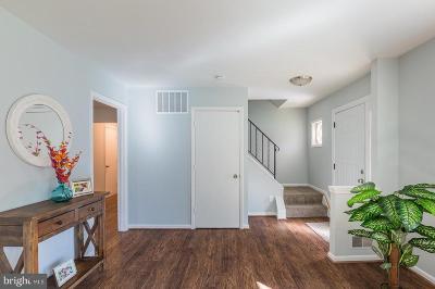 Springfield Single Family Home For Sale: 7202 Hadlow Drive