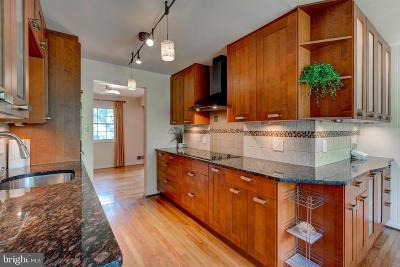 Alexandria Single Family Home For Sale: 2215 Collingwood Road