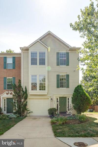 Fairfax County Townhouse For Sale: 7488 Gadsby Square