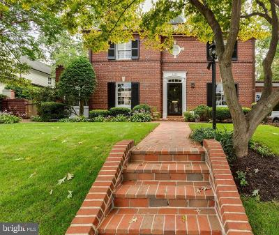 Alexandria Single Family Home For Sale: 2109 Woodmont Road