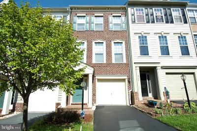 Lorton Townhouse For Sale: 8108 Dove Cottage Court