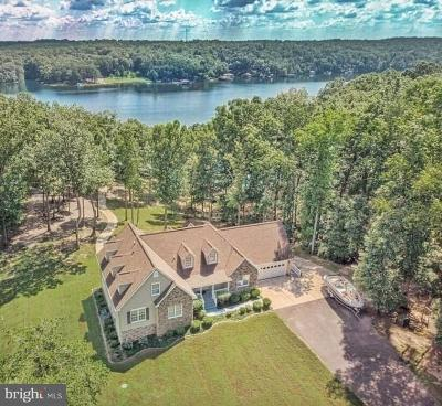 Louisa County Single Family Home For Sale: 1118 Mitchell Point Road