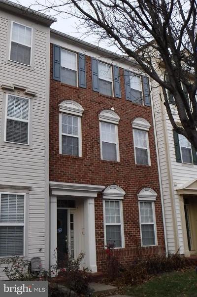 Chantilly Townhouse For Sale: 42824 Cedar Hedge Street