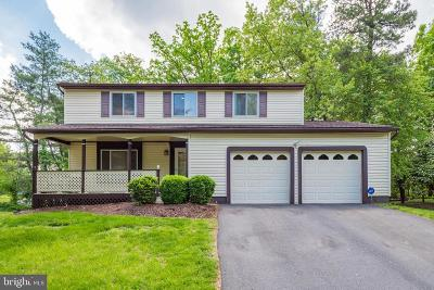 Sterling Single Family Home For Sale: 122 Pepperidge Place
