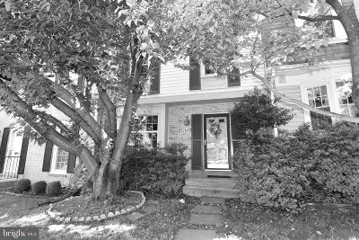 Woodbridge Townhouse For Sale: 3164 Arrowhead Court