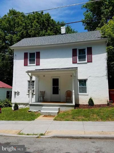 Charles Town Single Family Home For Sale: 524 North Street