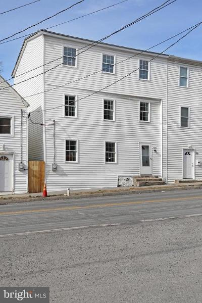 Charles Town Single Family Home For Sale: 416 W Washington Street