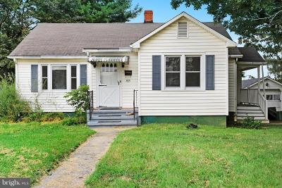 Charles Town Single Family Home For Sale: 585 Jefferson Avenue
