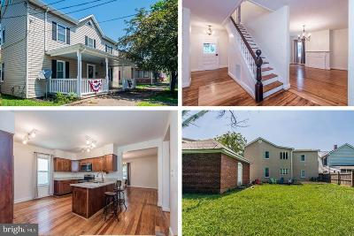 Charles Town Single Family Home For Sale: 410 E Liberty Street