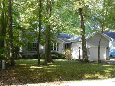 Single Family Home For Sale: 13 Southwind Ct