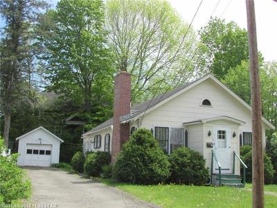 Houlton Single Family Home For Sale: 4 Pleasant Ct