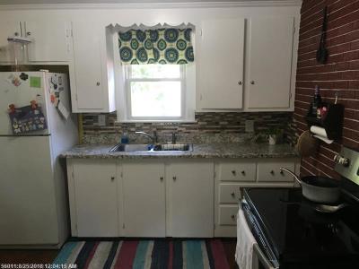 Portland Single Family Home For Sale: 186 Warwick St