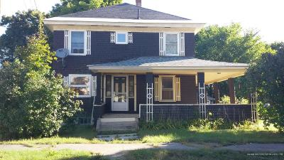 Single Family Home For Sale: 69 Oxford Street
