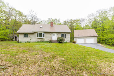Freeport Single Family Home For Sale: 18 Beech Hill Road