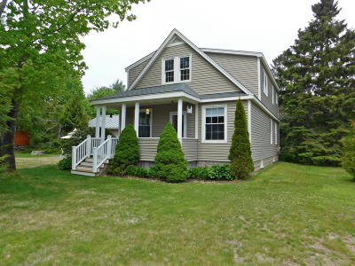 Falmouth Single Family Home For Sale: 262 Middle Road