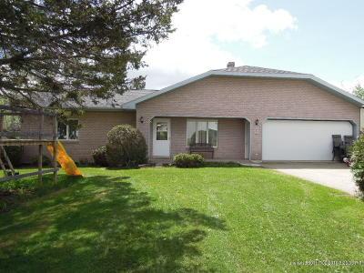 Mapleton Single Family Home For Sale: 25 Morrison Street