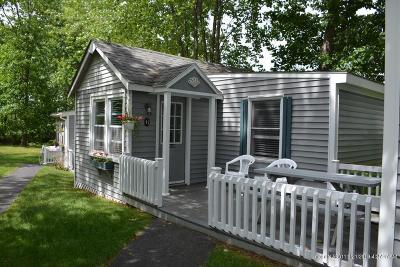 Scarborough Condo For Sale: 95 E Grand Avenue #6