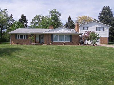 Flint Single Family Home For Sale: 6076 Mapleridge Drive